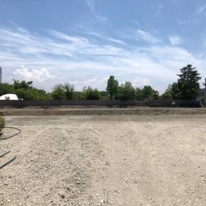 玉川こども図書館跡地。ここに新し図書館と学校が建設されます。左端のビルは、南町の某新聞社ビル。