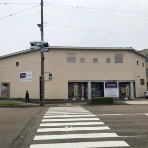 この春、仏壇屋が女性専用の健康教室になった。やっと、活動開始。元町交差点。