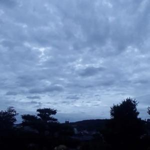 金沢、雨はそれほどでもありませんが、暗い朝です。4:40a.m.
