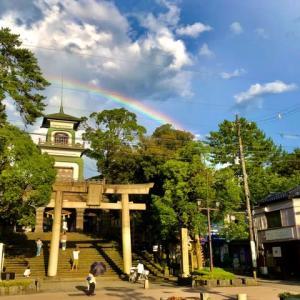 夕立が去って、尾山神社に虹。