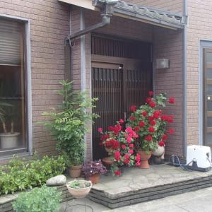 入りづらい玄関。横山町。