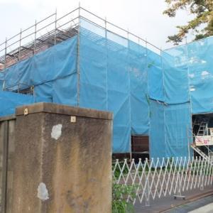白鳥路、大手町川の向かいにあった古い大きな洋館、リニューアル進行中。