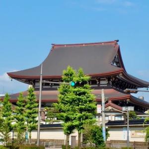 東本願寺金沢別院。西日を受けて、美しく見えます。やはり、西方浄土?
