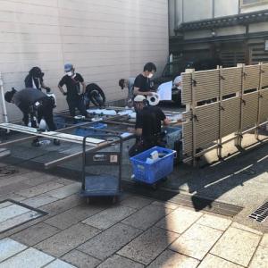 協賛スポンサーの提灯もセッティングされ、準備が整いつつある浅野川園遊会・川床。今後のコロナ感染と台風が気がかり。