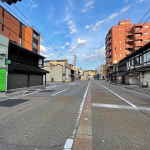 連休なのに・・・。いつもは観光客の車で渋滞する道なのですが、きょうは、ご覧の通り。尾張町から橋場町。