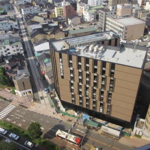 横安江町入り口に建設中の新しいホテル。