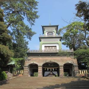 炎天の午後2時。人気がない観光地。尾山神社。