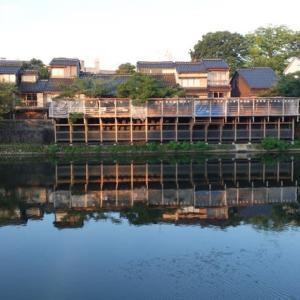 主計町の川床。今年2回目の猛暑日の予報が出ている金沢です。