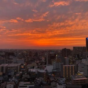 昨日の夕景。ANAホリディ・イン金沢スカイから、日本海方向。