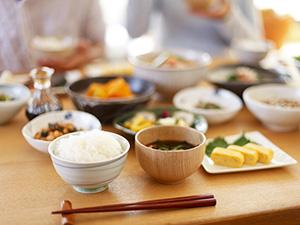 【食育】個別?大皿で取り分け?年齢によって変えてほしい配膳の仕方