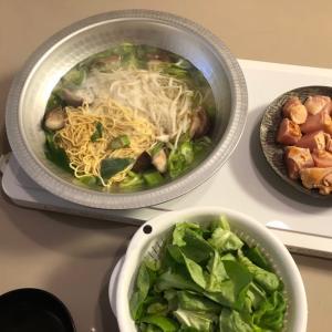 煮込みラーメン鍋とイカの唐揚げ
