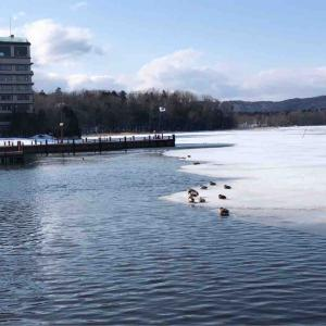 雪解けの阿寒湖