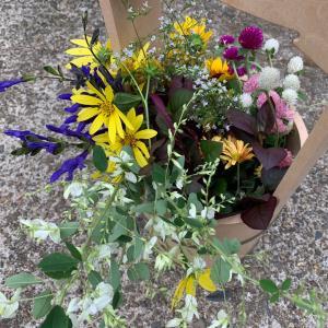 庭の花も添えて