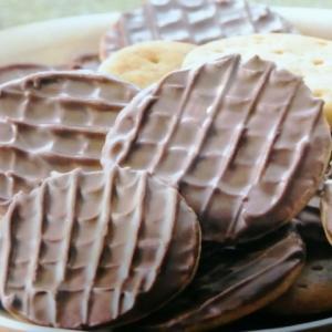 ファミリーマート なめらかチョコを味わう チョコビスケット
