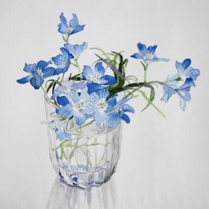 涼しげな青い花を描く