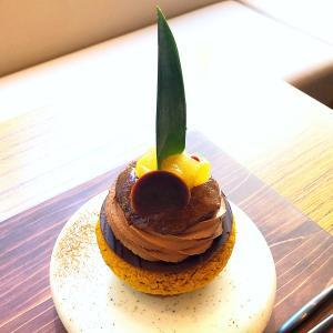 ◆ネル クラフトチョコレート トウキョウ@浜町◆ショコラティエの熱い想いが詰まっているチョコレート♪ 壁面緑化が印象的な『HAMACHO HOTEL TOKYO』1階のショコラカフェです。