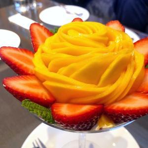 ◆ザ リビング@千鳥町◆完熟マンゴーパフェ♪ 旬の果物を使用したゴージャスなパフェがいただけるカフェです。
