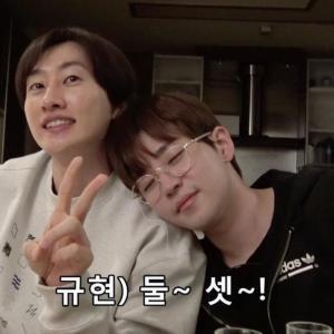 SJ★【今日肩踊りの日に注意!D&E- ACRYLIC KEYRING】