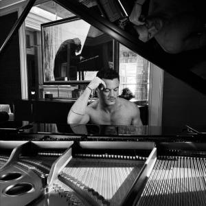 ヘンリー・カヴィルも応援!ルーク・エヴァンスがアルバムデビュー!
