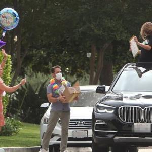 『ビバヒル』ジェイソン・プリーストリー、娘ちゃんが13歳に!コロナ禍パーティーは路上で!