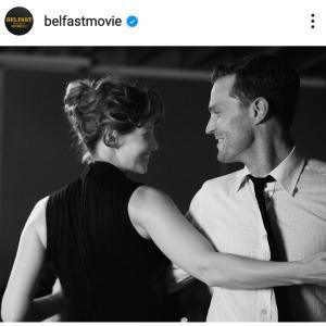 ケネス・ブラナーの半自伝映画『Belfast』が注目スギル!デヴィッド・テナント娘も出演!