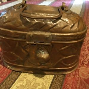 そしてトルコの古い銅製カバン。