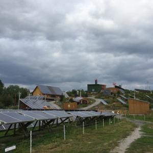 曇り日に、ソーラーパネルの見学へ
