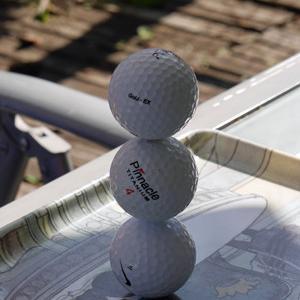 ゴルフボール三個積み重ね、出来るかな?