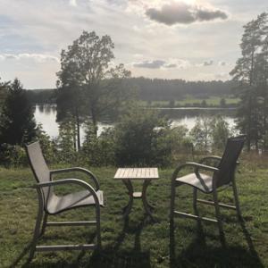 黒金の獲れる湖、庭の一部!