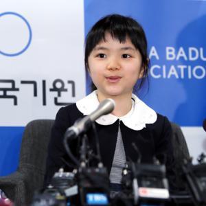 日本'英才入段1号'囲碁天才少女の仲邑菫記者会見 囲碁一家として生まれて韓国で囲碁勉強
