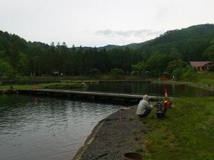 約3年ぶりの平谷湖で雨ニモマケズ旧友と釣り遊ぶ(2021/6/6)