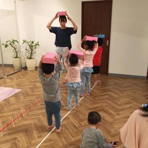 子供とキッズヨガ&母は腸マッサージへ!@大阪北浜・淀屋橋のヨガスタジオ