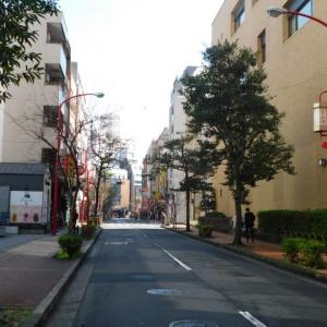 中華街の北門通りは静かな通り、中華街では珍しい「北門祭」等も行われる。「御黒堂」も落ち着く。