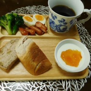 朝食は、くるみ食パン!!