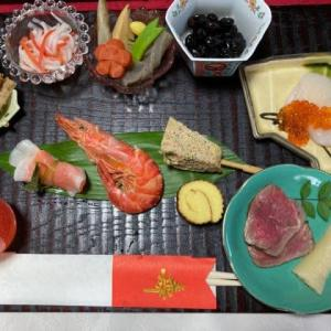 元旦の食事は、、、おせちと鯖寿司を!!