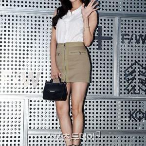 少女時代 完璧なスタイルのソヒョンがミニスカートを履いて美脚を披露