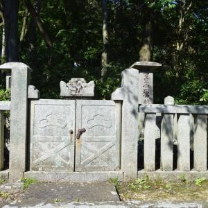 墓所左009 藤原藤房 遺髪塔