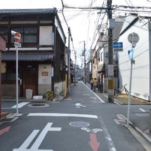 まち歩き下1402 京の通り・富小路通 NO63 綾小路通 ここから南は道が狭い