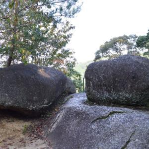 寺院笠置0732 笠置寺  ゆるぎ石