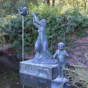 まち歩き左1418 植物園の彫刻 「歓びと期待」 山崎 正義