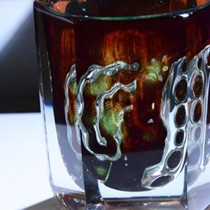 「鵜の目 鷹の目」圧倒的な存在感 オレフォス・ガラス