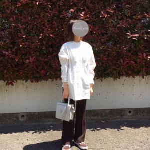 白ロングシャツ×ブラウンコーデ