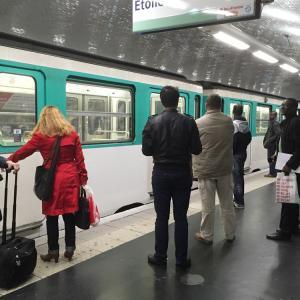 パリ市内 地下鉄での移動は回数券