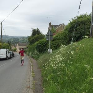 修道院で早朝ランへ トレイルランナーにおすすめ!ストラウドの坂、丘、森