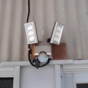 LEDセンサーライトを取付