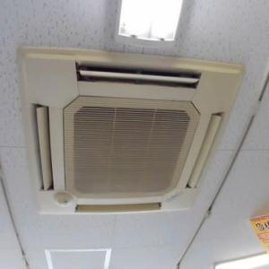 店のエアコンが、ダウンしました。