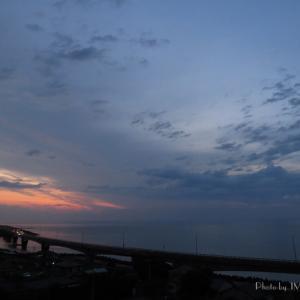 朝雲と有明月