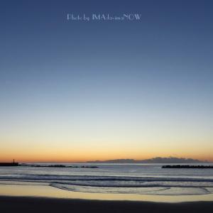 秋晴れの早朝砂浜