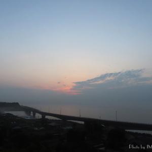 梅雨入り翌朝の朝陽