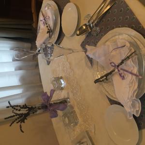 ラベンダーのテーブルコーディネート